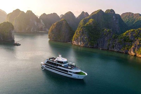 ‪Halong Bay Cruise‬
