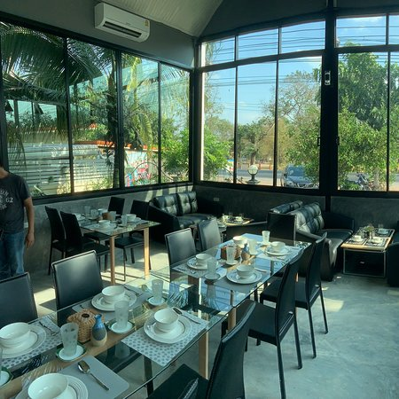 PhuenKhun ('Your Friend') is a new and excellent cafe restaurant near Phu Khiao offering the best barista beverages and yummy range of cakes and snacks.