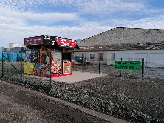 Caumont-L'Evente, Франция: distributeur de pizzas 24  24