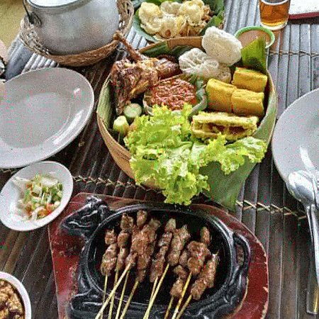 You are interested in exploring culinary tours with Java Private Tour to traveling to natural rural ambience & also the cool, comfortable mountain air temperature plus the Sundanese tribe community have a special dish that is very interesting to enjoy, and certainly will shake your international tongue, Liwet Rice, Timbel Rice, Grilled Rice, Stir fried Water Spinach, Stir fried Genjer, Grilled Chicken, Grilled Carp Fish. Surely it will be your unforgettable experience.