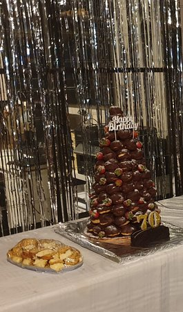 Sippy Downs, Австралия: Over 100 Profiteroles crafted into a beautiful Croquembouche