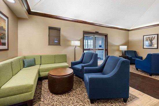 Bellville, OH : Hotel lobby