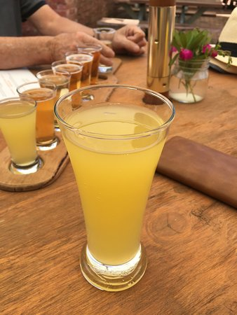Musk, Australië: Their new mango and apple cider