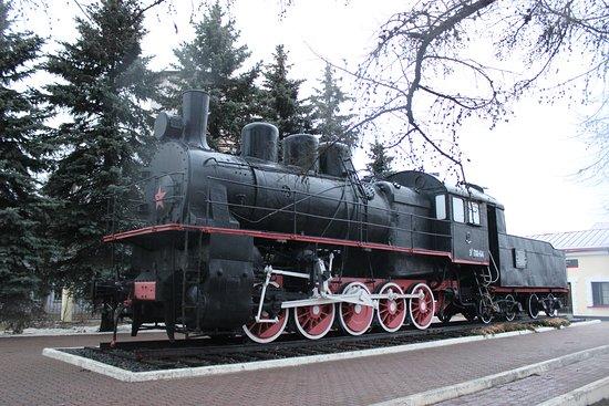 Volkhov, รัสเซีย: Паровоз-памятник Эу 708-64