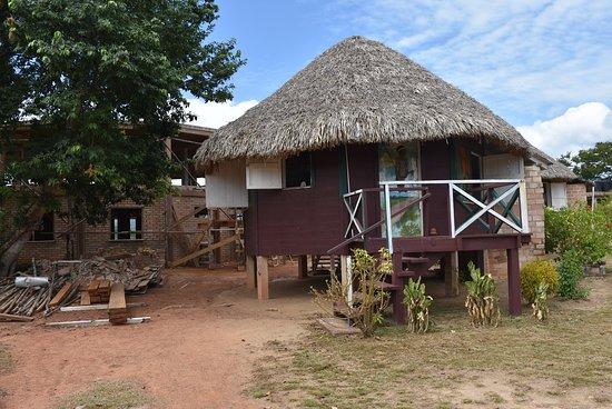 Surama Village, Гайяна: Construction site and round hut