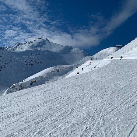 Een prima ski gebied met een mooie variatie aan pistes ! Goed onderhouden liften en bijgehouden pistes.  Prima om een weekje te