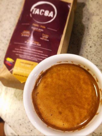 Y para empezar la semana con pie derecho nuestro recomendado: Café espresso 👌🏻 En tacoa café te damos razones para decir que buen café colombiano y empezar tu semana con la mejor actitud. ☕🇨🇴😃