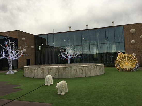 Izegem, Bélgica: Het binnenplein voor de brouwerij in kerstsfeer