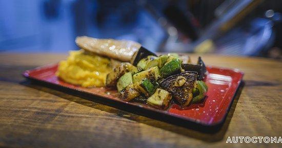 Trucha local, vegetales grillados, puré mixto.