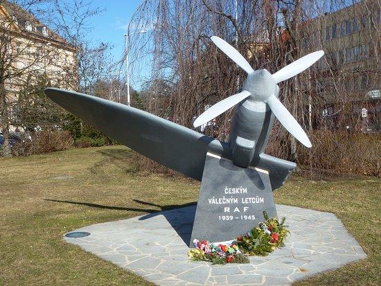 Pomnik cs. letcum v RAF