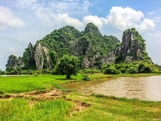 Kampot Province, Cambodja: Beautiful limestone rock formation around Kampot