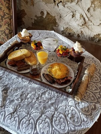 Osceola, WI: Fantastic breakfast served in room.