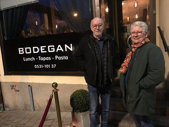 Bengtsfors, Швеция: Bor och syster klara för tapas-fest!