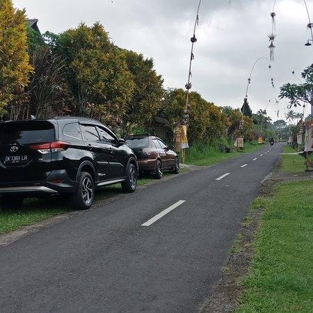 Marga, Индонезия: Wenn du mit mir durch Bali gehst, genießt du meistens die Seitenstraße, in der du das wirkliche Leben auf Bali siehst.