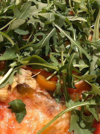 Maissana, Italia: Ho preso la pizza vegetariana e la torta di ricotta e amaretti fatta in casa