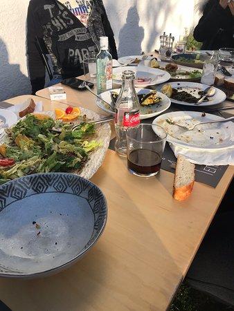 Agiokampos, Griechenland: Ωραίος καιρός τέλεια παρέα για ένα απολαυστικό γεύμα στις 4 εποχές . Καλαμαρια μύδια τηγανητά μύδια σαχανακι σουπιά με σπανάκι μύδι πιλάφι χταπόδι Καλαμαρια φρικασέ