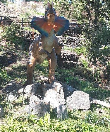 Potrai ammirare diversi dinosauri in movimento all'interno del parco giurassico