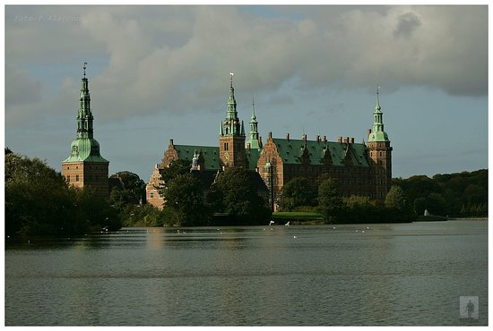 Коммуна Хиллеред, Дания: Frederiksslot Hillerød. Denmark Ubicado en a 45 minutos al norte de Copenague, visita sus jardines, su muses, con exposiciones temporales y permanente, se paga entrada. se puede visitar todo el año.