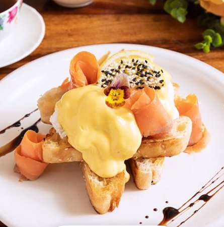 Eggs Benny, with our house made Hollandaise Sauce and Smoked Salmon.