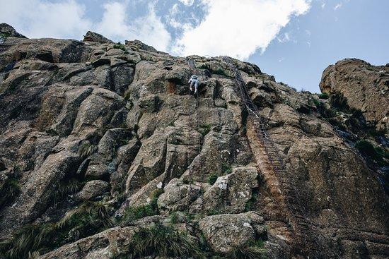 Bonjaneni, Sør-Afrika: Even the chain ladders on the Tugela Falls hike were not too bad - https://anywhereweroam.com/drakensberg-amphitheatre-tugela-falls-hike/