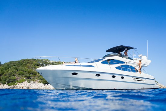 Rio Frio Charter Yacht