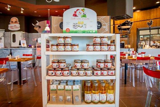 Genola, Italija: Il MArket | I PRONTI de La Granda.  Il Brodotto, senza sale e grassi aggiunti Il Fieno, per aromatizzare bordi e risotti I Ragù della tradizione, con almeo il 50% di carne