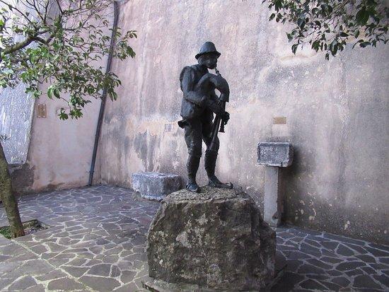 Monumento allo Zampognaro