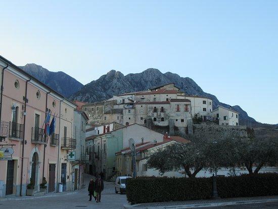 il poggio del centro storico di Scapoli