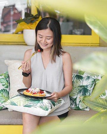 So happy just to look at you my dear waffle . . . . . #arnoldscoffee #arnoldscoffeeisawesome #umalascafe #canggubreakfast #coffeeshop  ----- Canggu cafe