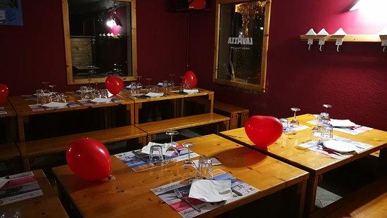 Paesana, Italië: I tavoli apparecchiati per San Valentino