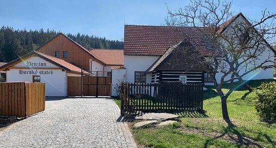 Sumavske Hostice, Czech Republic: Přijeďte relaxovat do našeho šumavského penzionu. Hostům penzionu je k dispozici bezplatné parkoviště v areálu penzionu a lyžárna s kolárnou.