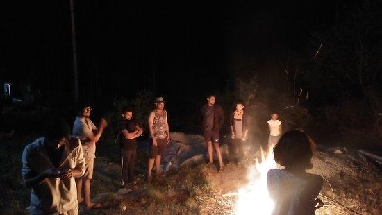 Meenangadi, India: Camp fire