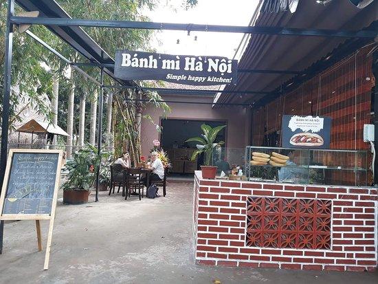 Hoa Lu District, Vietnam: Simple happy kitchen