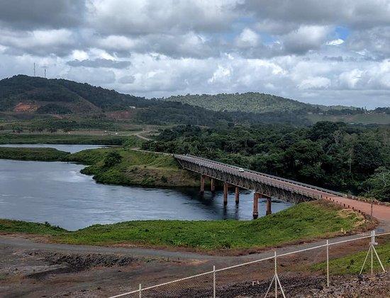 Brokopondo District, ซูรินาเม: Gridiron Bridge over Brokopondo Reservoir outflow.