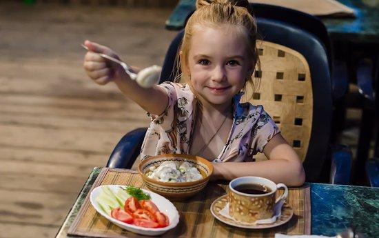 Staryi Saltiv, Ukraine: здоровое детское питание на базе отдыха