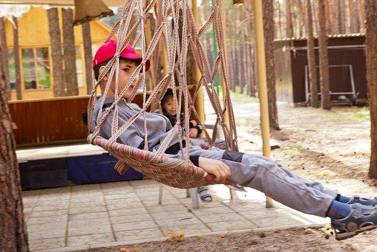 Staryi Saltiv, Ukraine: дети на базе отдыха Залив
