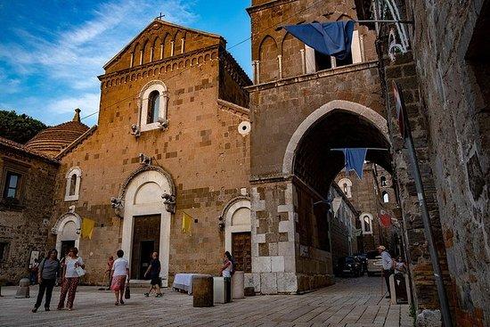 Middeleeuwse oude Caserta, Silk Museum ...