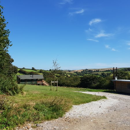Ugborough, UK: Ample parking and the honesty shop