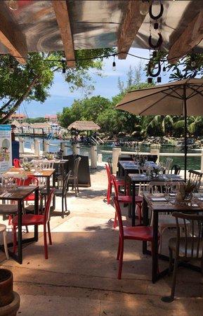 El restaurante en la marina de puerto aventuras