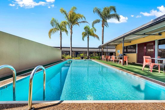 Enfield, Australia: Relax by the pool