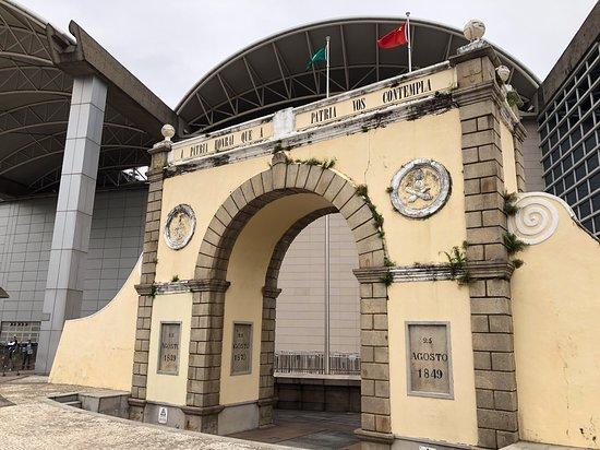 Border Gate (Portas do Cerco)