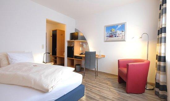 Holzkirchen, Alemania: Queenbett-Zimmer