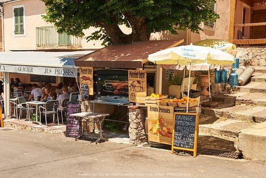 Evisa, Fransa: la rotissoire et les jus de fruits pressés