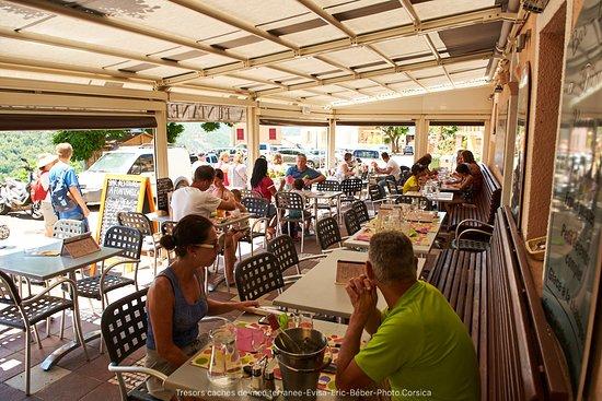 Evisa, Fransa: un bon repas en terrasse