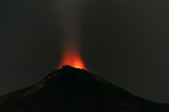 North Sulawesi, Indonesië: Karangetang volcano was geting fire...😊😁