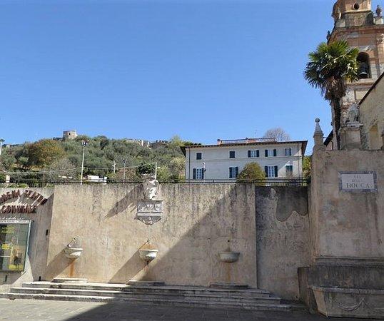 Fontana Del Marzocco