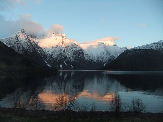 Eresfjord. Vid boeendet.