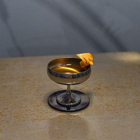 Torino ― Manhattan  Vermouth, Angostura e Rye Whisky tenuto in infusione 3 giorni con nocciole piemontesi.