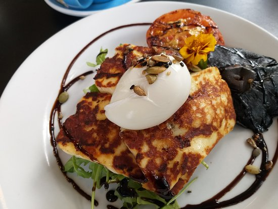 The Harbour House Cafe: Halloumi Cheese, Poached egg, Tomato, Mushroom and Spinach on Grain Toast