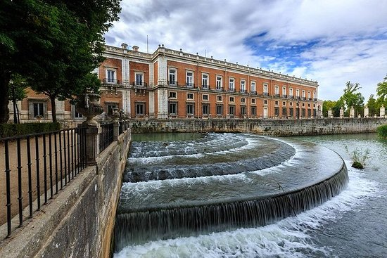Private Full Day tour from Madrid to Aranjuez and Chinchón with hotel...